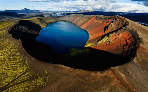 Arctic Volcanic Lake Wallpapers | HD Wallpapers | ID #10307
