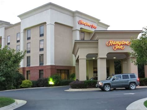 Front of Hotel - Picture of Hampton Inn Front Royal, Front