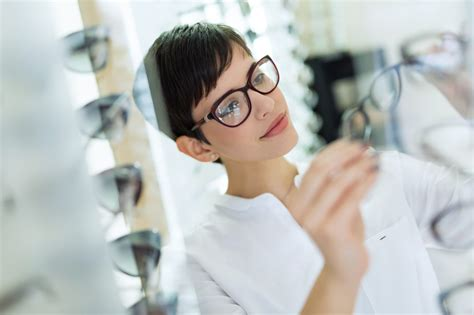 How to Become a Dispensing Optician | Careers In Healthcare